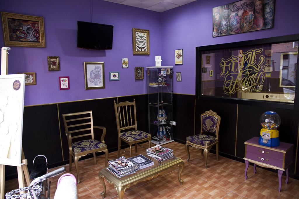 Sala de espera Real Fami Tattoo Studio