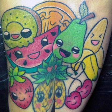 Tattoo de frutas alegres a color