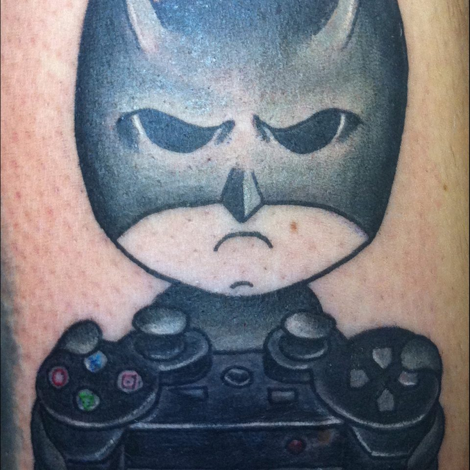Tattoo Batman con mando de play tradicional