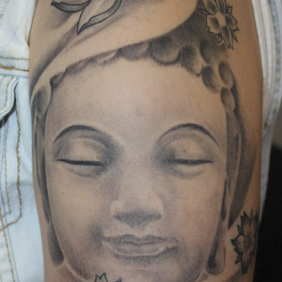 Tattoo buda realismo