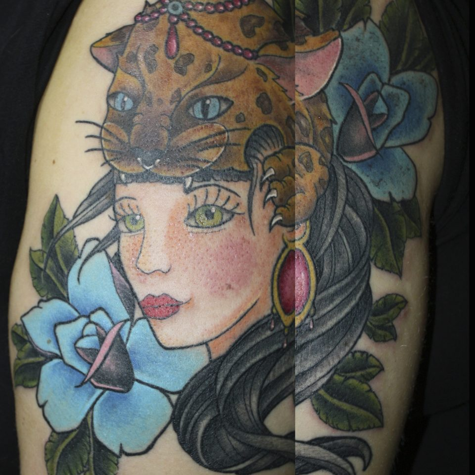 Tattoo chica leopardo neo tradicional en color