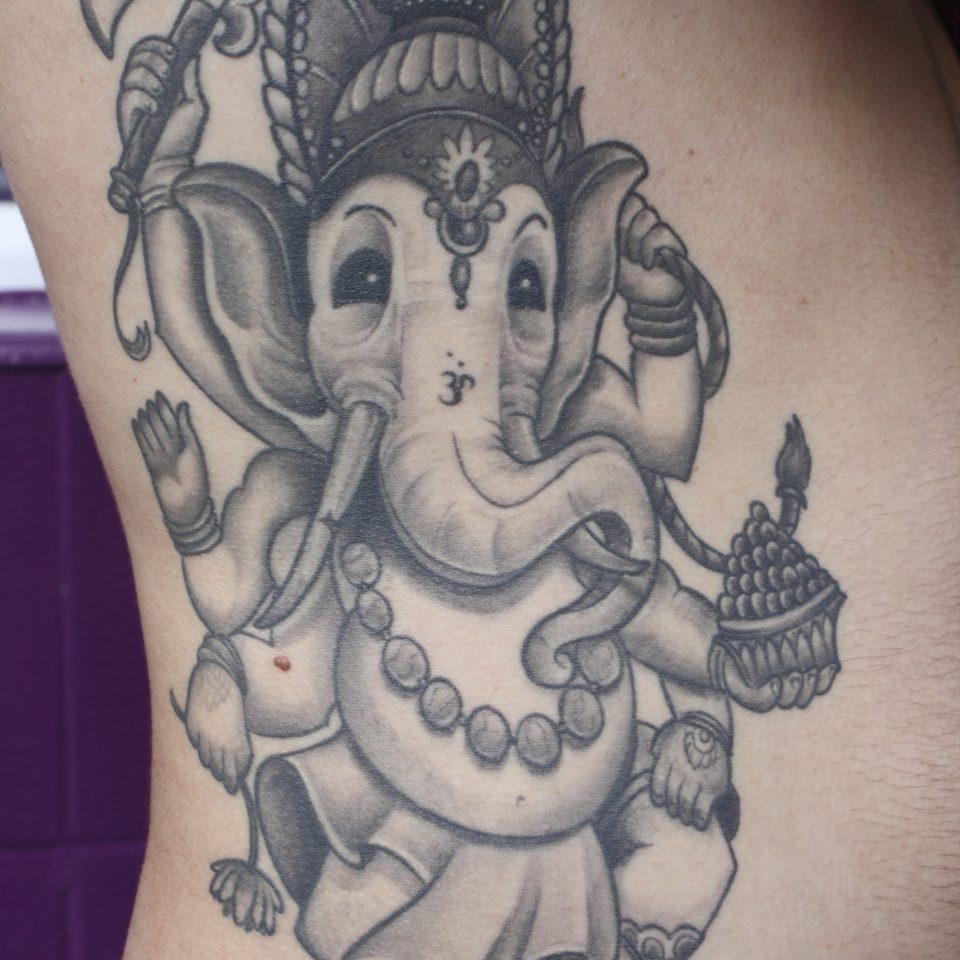 Tattoo ganesha grises