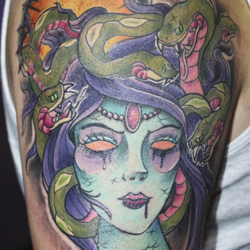 Tattoo medusa en color
