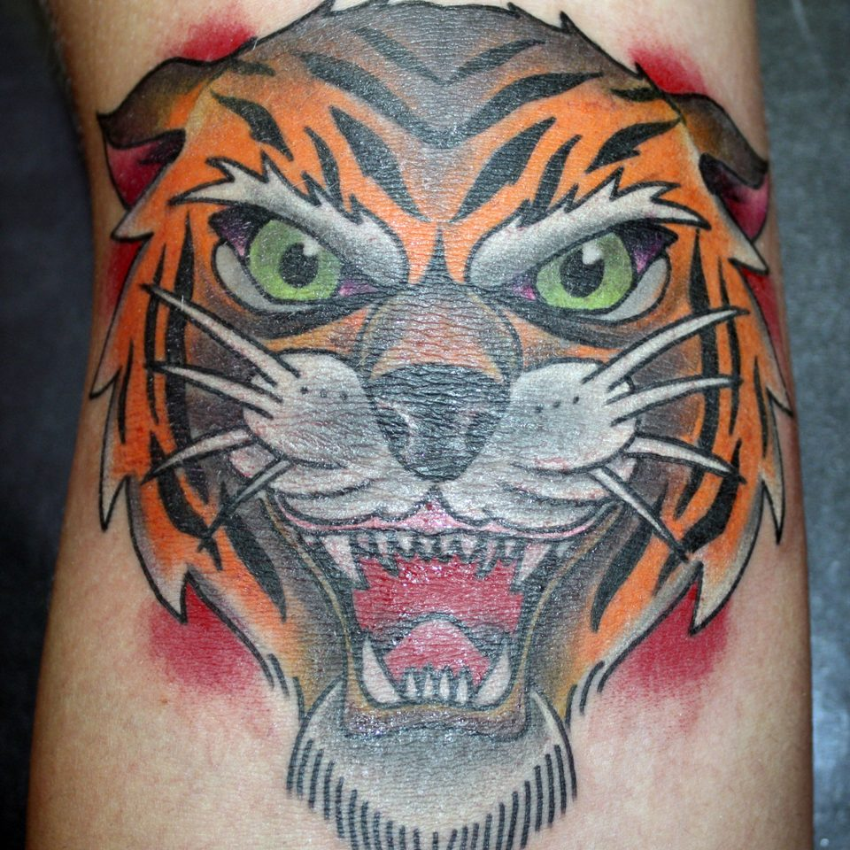 Tattoo tigre tradicional en color
