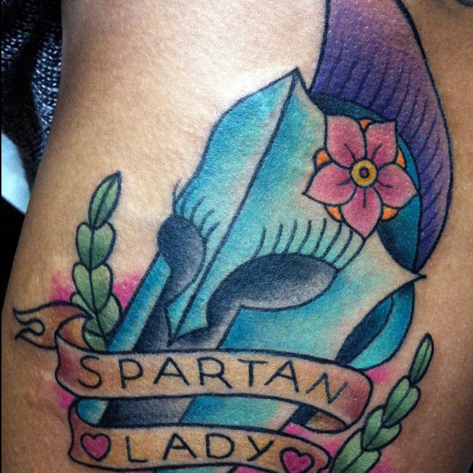 Tattoo tradicional spartan girl color